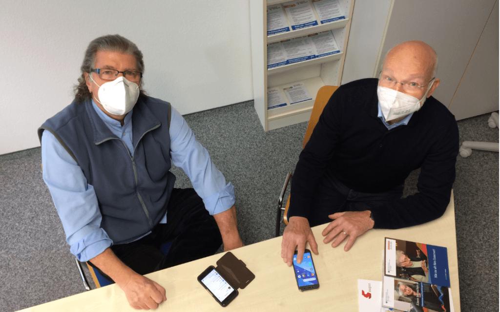 Die Digitallotsen Norbert Kramer und Helmut Holland vom Stadtseniorenrat